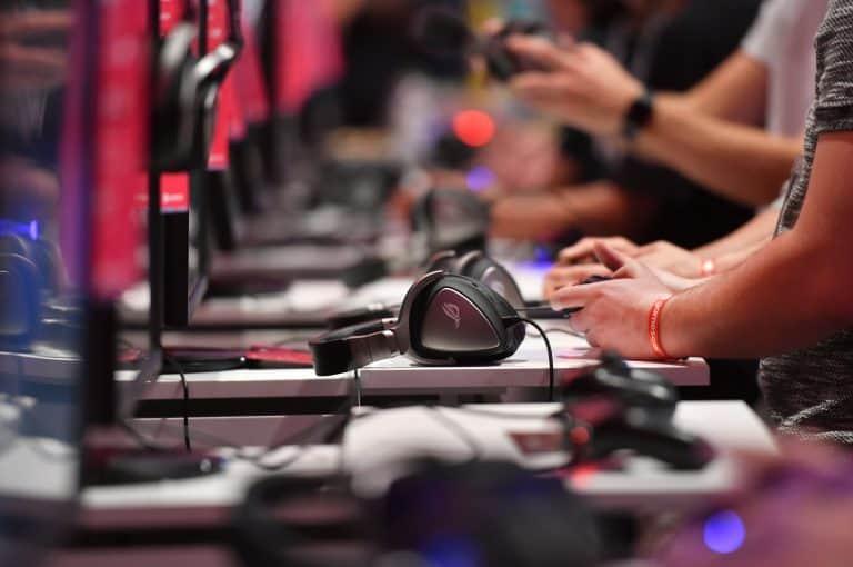 Les jeux en ligne explosent alors que les blocages COVID-19 gardent des millions à la maison