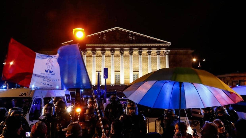 Réforme des retraites: le gouvernement français passe en force