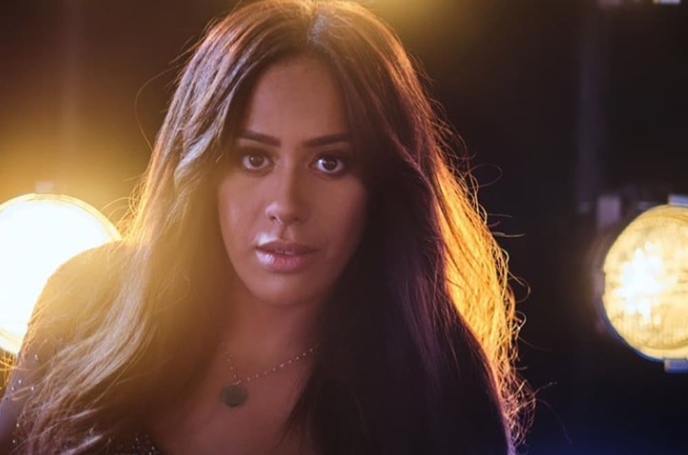 Amel Bent avoue avoir perdu son oncle sur Instagram
