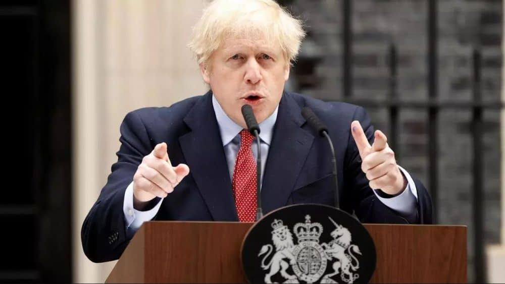 Boris Johnson survit au coronavirus et s'oppose au déconfinement