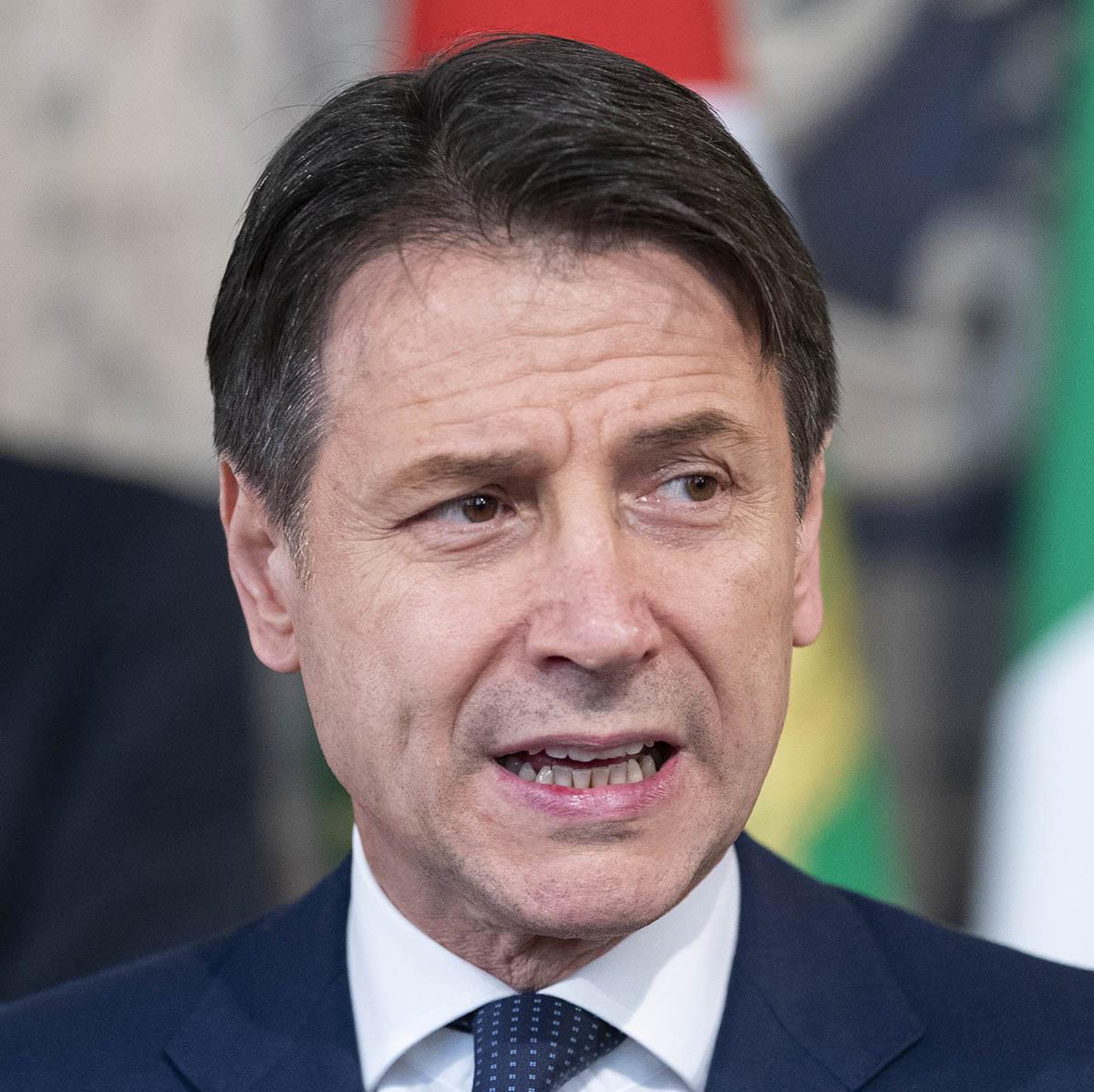 Giuseppe Conte parle du déconfinement en Italie