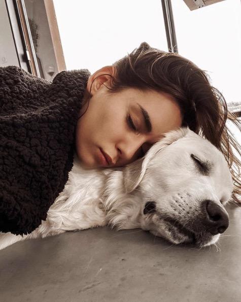 Hilona Gos et son chien
