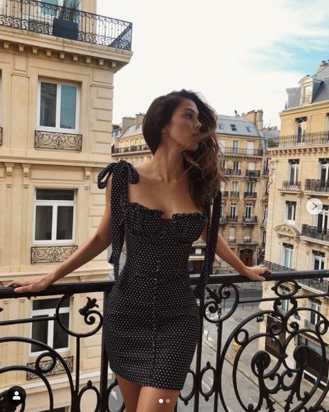 Iris Mittenaere à son balcon