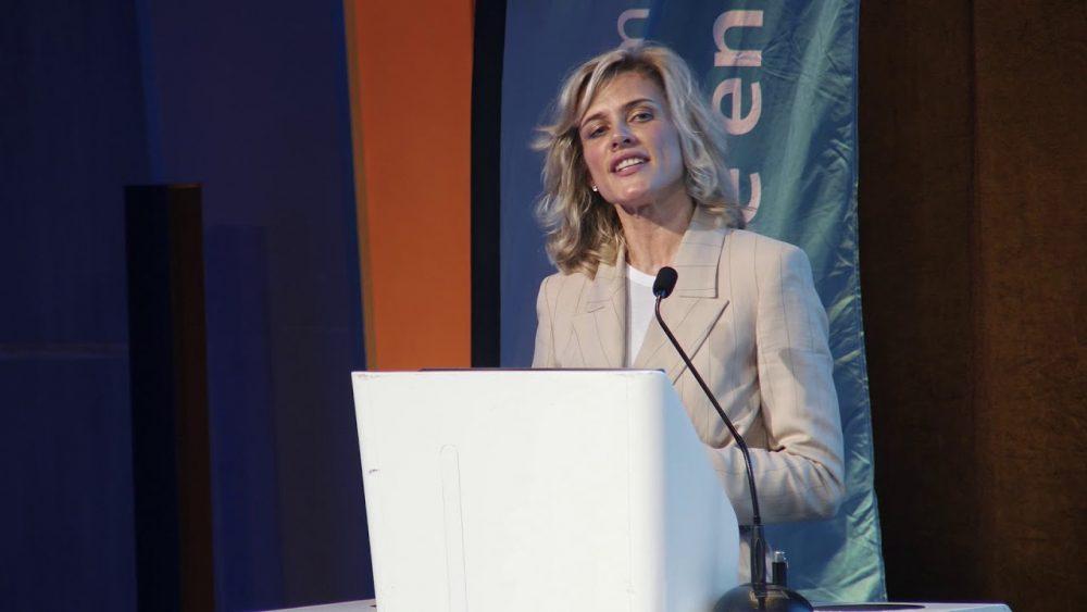 Virginie Desarnauts pendant son discours pour la Fondation ARSEP