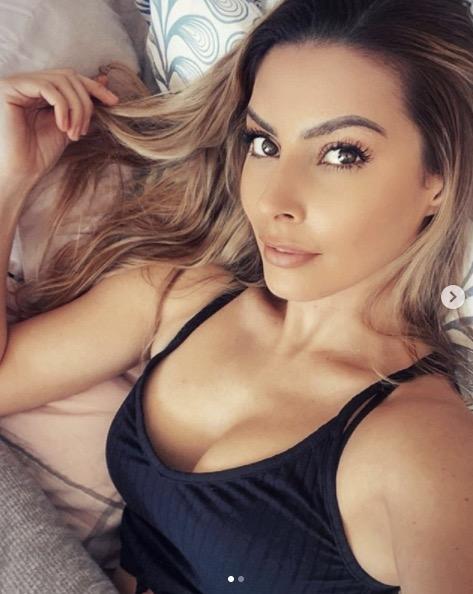 Candice Pascal sensuelle sur Instagram