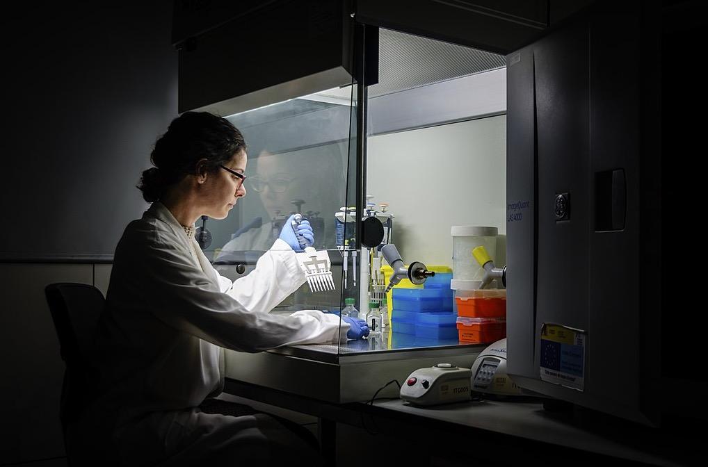 chercheuse sur le coronavirus