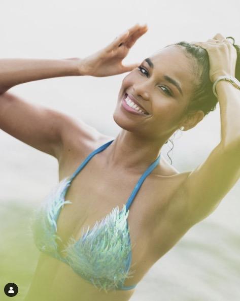 Clémence Botino en bikini