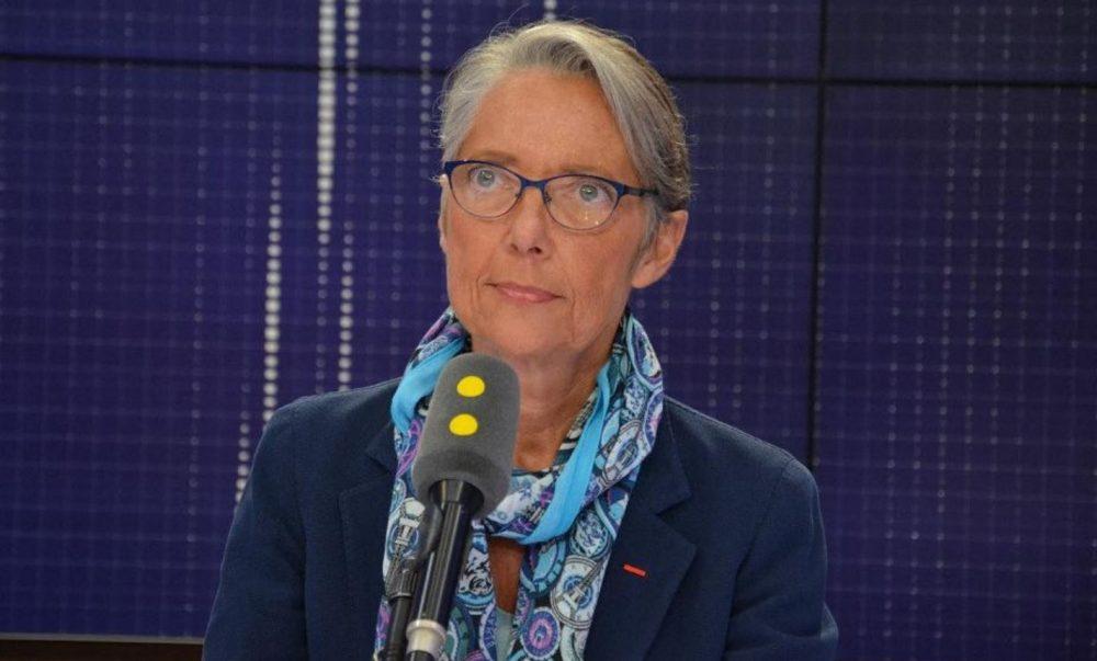 Elisabeth Borne explique que les français peuvent réserver leurs vacances en France