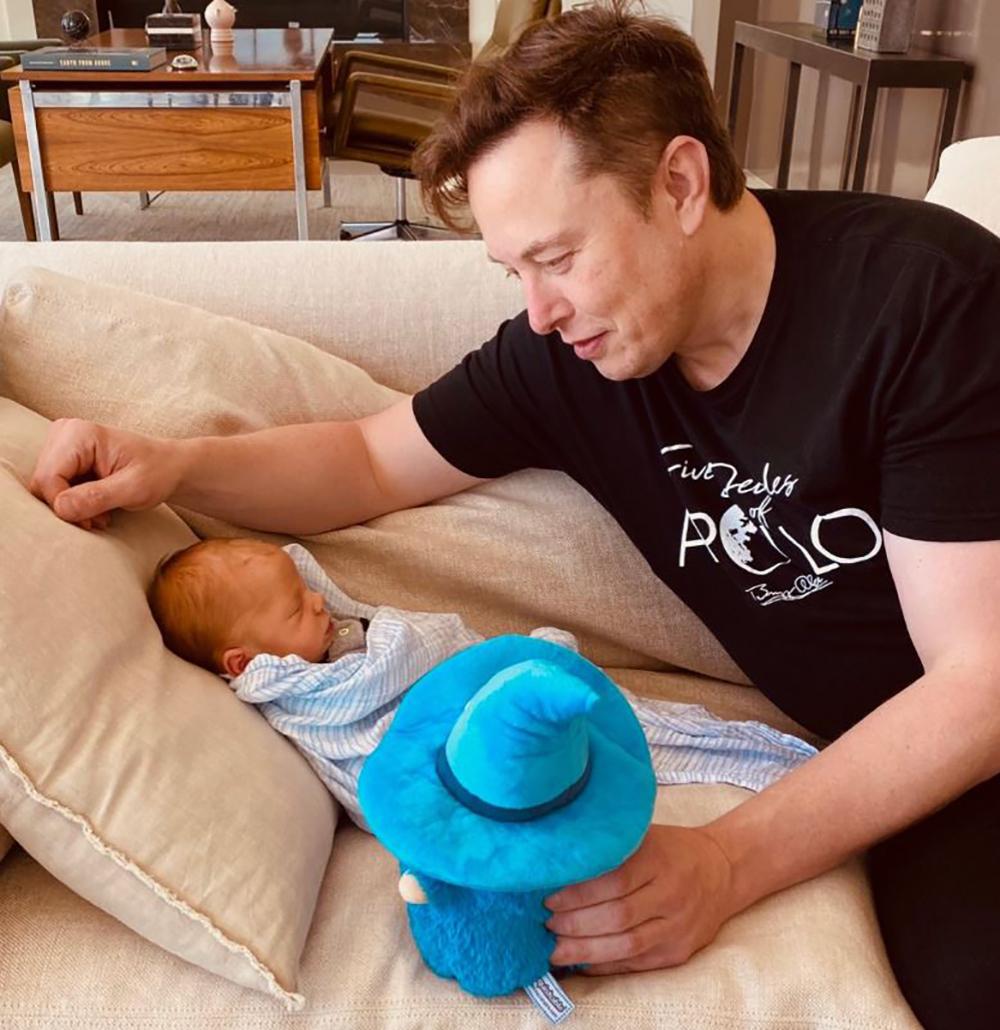 Elon Musk accueille son fils X AE A-12