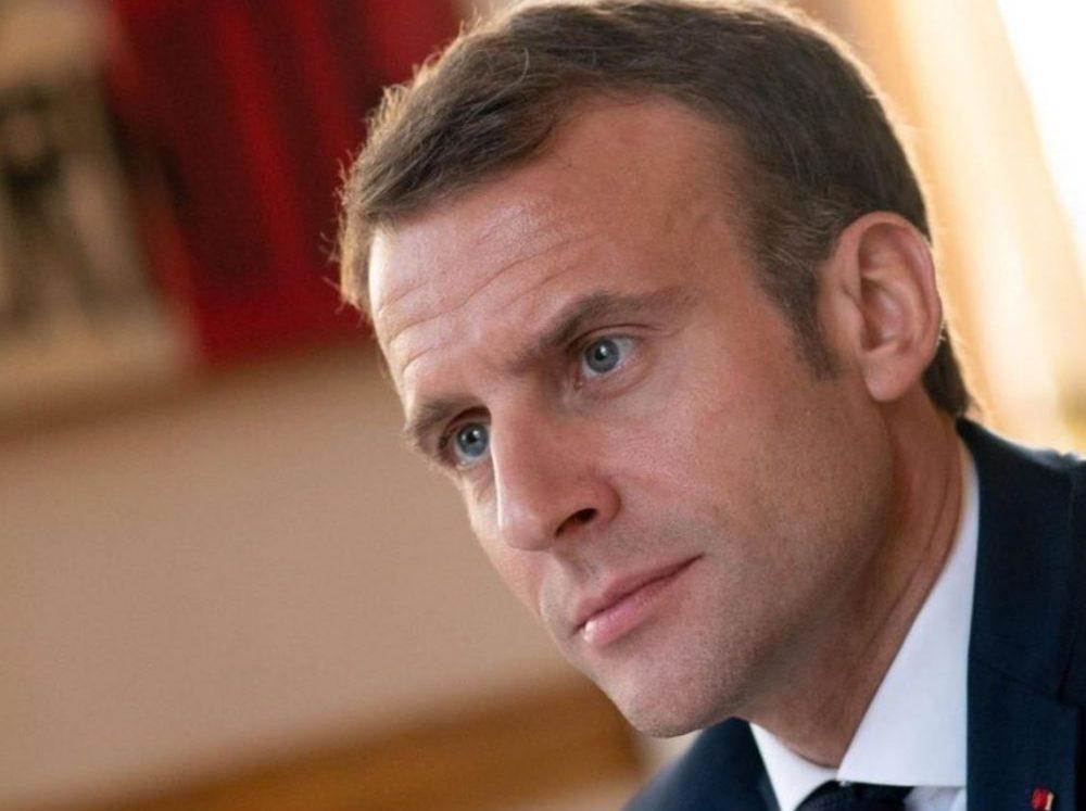 Emmanuel Macron rend hommage au corps enseignant