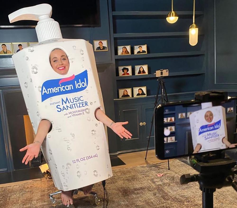 Katy Perry se déguise en gel hydroalcoolique pour la promotion d'American Idol