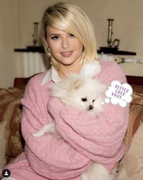 Kelly Vedovelli et son chien