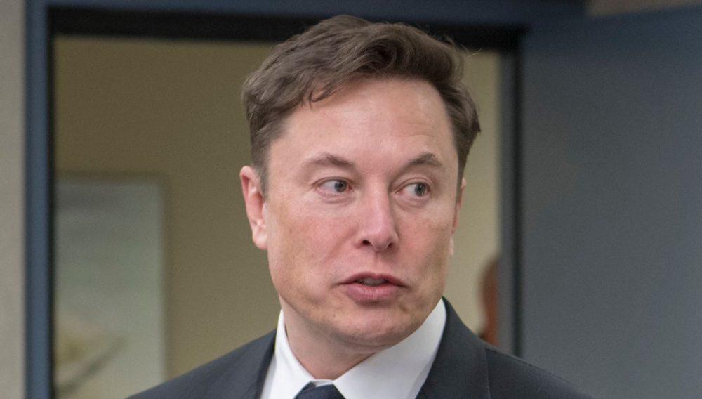 Elon Musk dément les rumeurs d'un ménage à trois