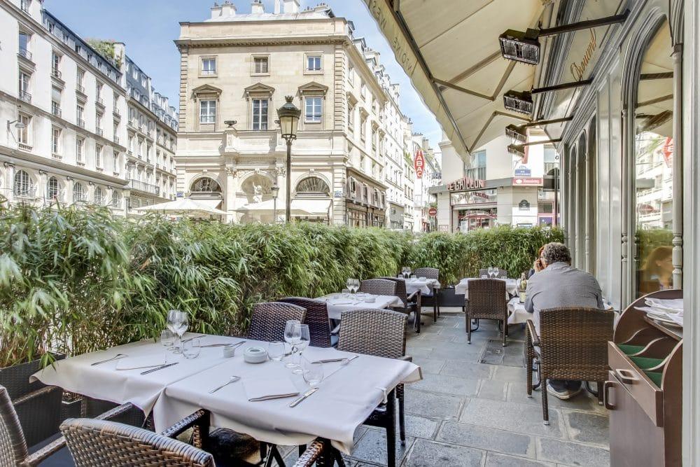 Edouard Philippe annonce la réouverture des terrasses parisiennes