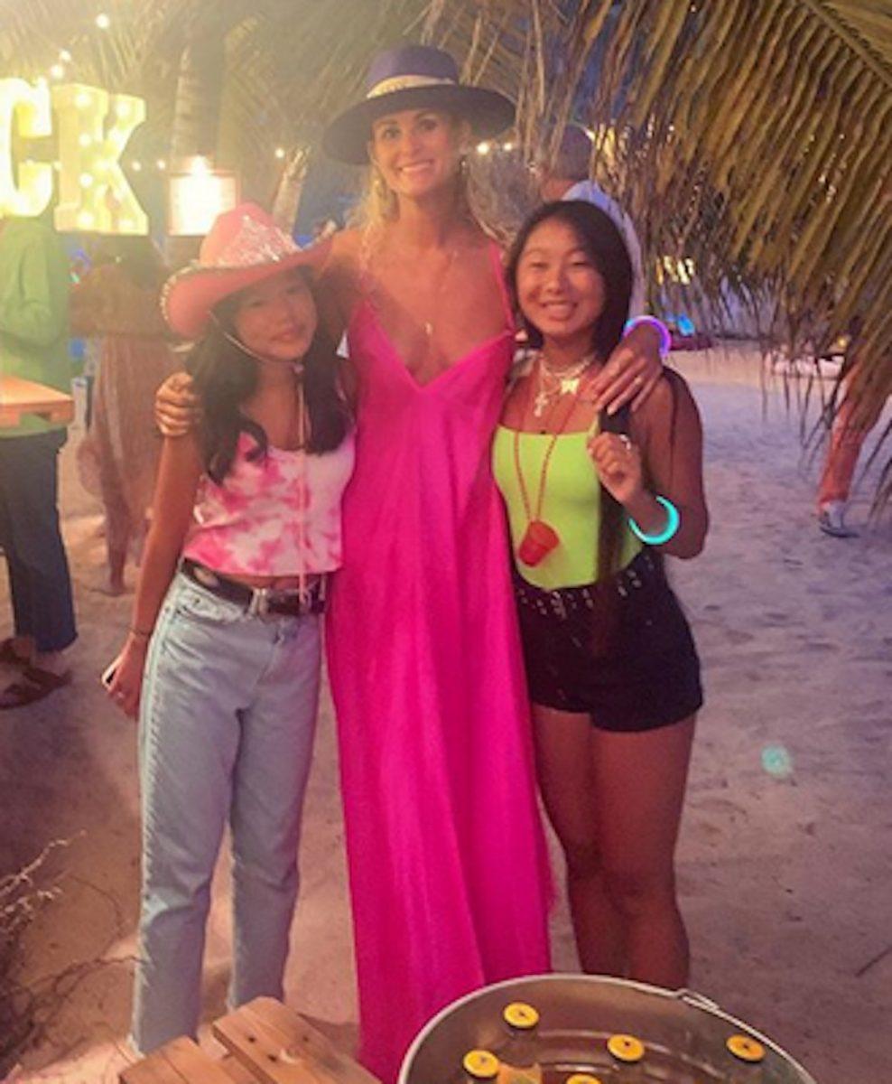 Jade Hallyday s'éclate à Saint-Barth en famille et pose en bikini vert fluo sur Instagram !
