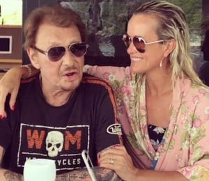 Johnny Hallyday : Quand l'arrivée surprise d'un proche du rockeur émeut les fans… Maxim Nucci chante pour le taulier et c'est émouvant !