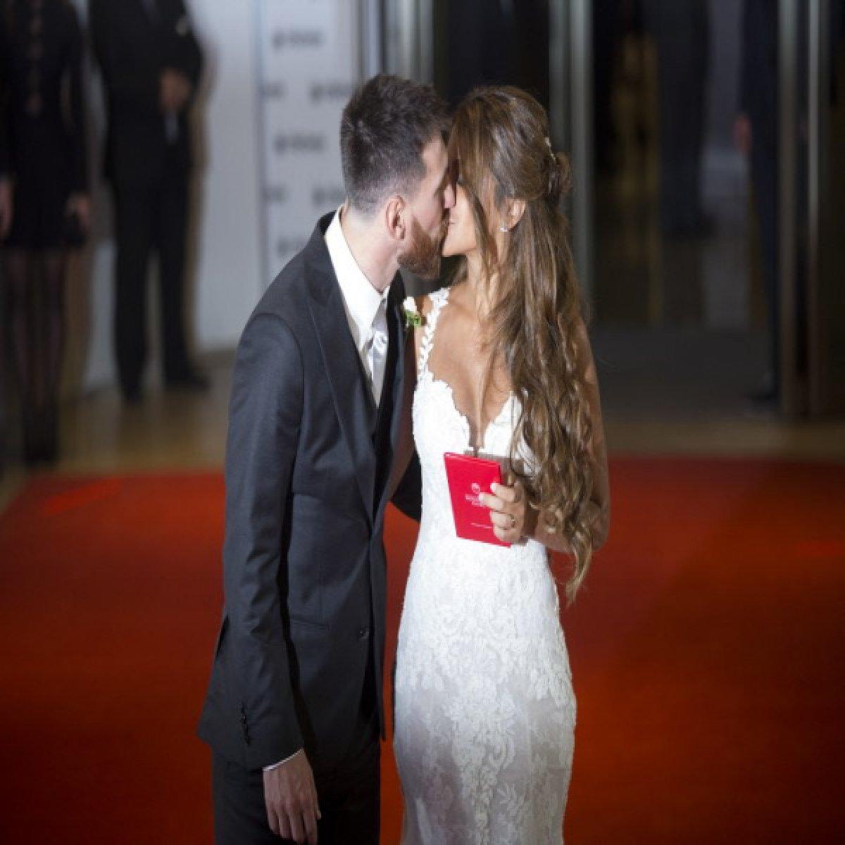 Antonela Roccuzzo : qui est l'amour de jeunesse de Lionel Messi devenue sa femme ?