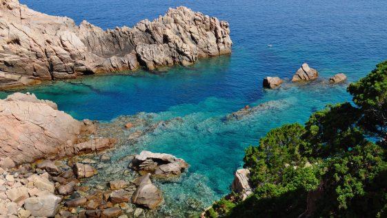 Vacances d'été: l'Italie ferme les boîtes de nuit et impose le port du masque le soir !