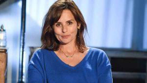 Faustine Bollaert : L'animatrice de France 2 aurait-elle inspiré son fils Peter ? La toile est conquise par le petit qui semble marcher « dans les pas de maman » !