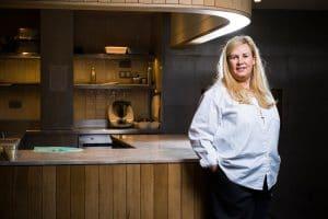 Top Chef 2022 : Une photo du tournage de la nouvelle saison est dévoilée… Les internautes s'attaquent à Hélène Darroze et n'y vont pas de main morte !